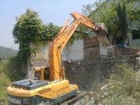Hereke'de metruk bina yıkımı