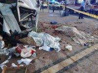 Kamyonet ile otomobil çarpıştı: 2 ölü, 6 yaralı