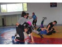 Genç kadınlar güreş Milli takımı Yalova'da kampa girdi