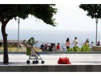 Antalya orduevi karşısında şüpheli bebek arabası alarmı