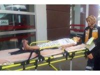 Otomobil refüje çarptı: 1 yaralı