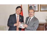 Japonya'nın Türkiye Büyükelçisi Miyajima Trabzon'da ziyaretlerde bulunuyor