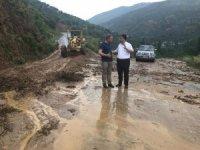 Başkan Kılınç, selin kapattığı yollara ilk müdahaleyi yaptı