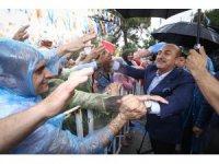 Bakan Çavuşoğlu, Burdur'da yağmur ve doluya yakalandı