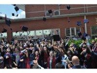 İletişim Bilimleri Fakültesi mezunları kep attı
