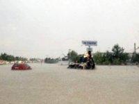 Denizli'de şiddetli yağış hayatı felç etti