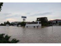 Denizli-Afyonkarahisar karayolu sel nedeniyle 1,5 saat ulaşıma kapandı