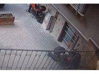 Kasklı hırsızlar 20 bin liralık motosikleti böyle çaldı