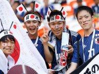 Japonlar temizlikleriyle futbolseverleri büyüledi