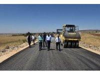 Vali Tekinarslan asfaltlanan köy yollarını denetledi