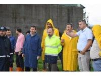 Başkan Üzülmez, su baskınlarını yerinde inceledi