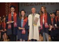 Edebiyat Fakültesi'nde mezuniyet coşkusu