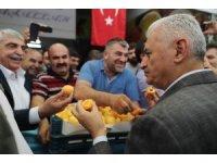 Başbakan Yıldırım, sebze ve meyve halinde esnafla buluştu