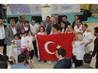 Başbakan Yıldırım, İzmir'de özel sporcularla buluştu
