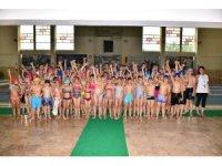 354 çocuk hem eğlenecek, hem de yüzme öğrenecek