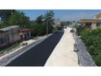 Erdemli'de sıcak asfalt çalışması devam ediyor