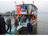 Başbakan'dan gençlerle tekne turu