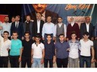 Başbakan Yardımcısı Işık, İYİ Parti'den AK Parti'ye geçen gençlerin rozetlerini taktı