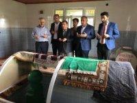 Bakan Arslan Hacı Kağızman türbesini ziyaret ederek dua etti