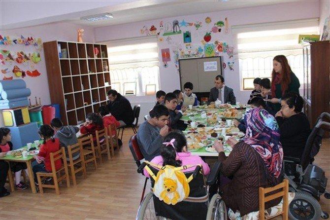 Kaymakam Erdinç Dolu Umut Işığı Çocuklarıyla Kahvaltıda Buluştu