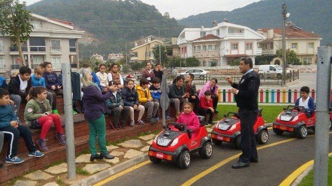 Minikler Polis Amcalarından Trafik Kurallarını Öğreniyor