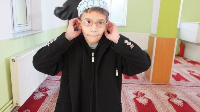 Burhaniye'de Küçük Müezzin İlgi Gördü