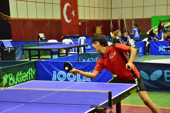 Masa tenisi turnuvasının şampiyonu Burç Okulları