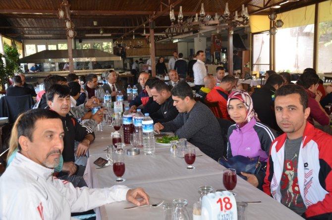 Muay thai antrenörleri yemekte buluştu