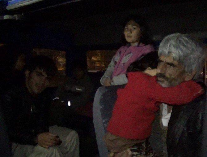 Akhisar'da 56 Kaçak Göçmen Yakalandı