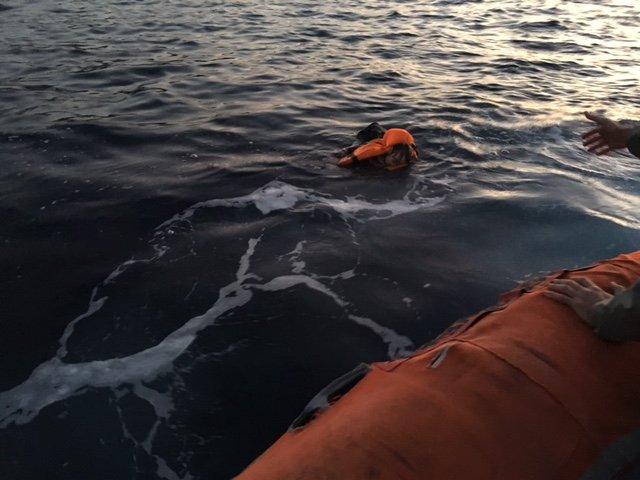 Yunanistan'a geçmeye çalışan mültecilerin lastik botu battı: 2 çocuk öldü