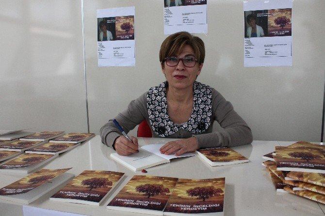 Çalıştığı Hastanede Yazdığı Kitap İçin İmza Günü Düzenledi