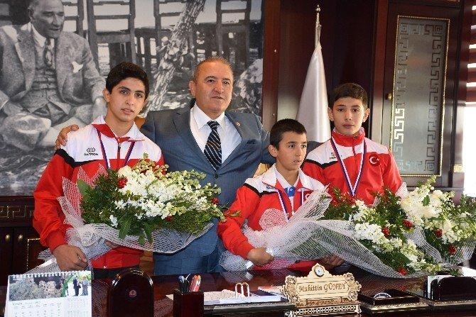 Kızılcahamam'da Şampiyonlara Karşılama