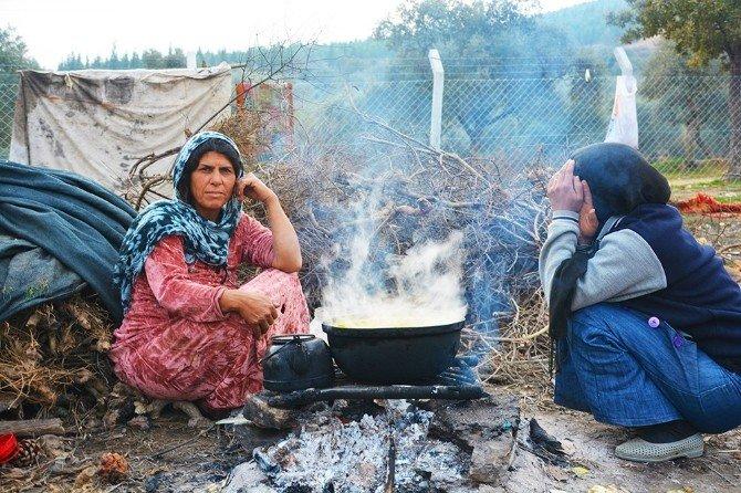 Başkan Görmez Suriyeli Mültecilerin Kaldığı Çadırları Gezdi