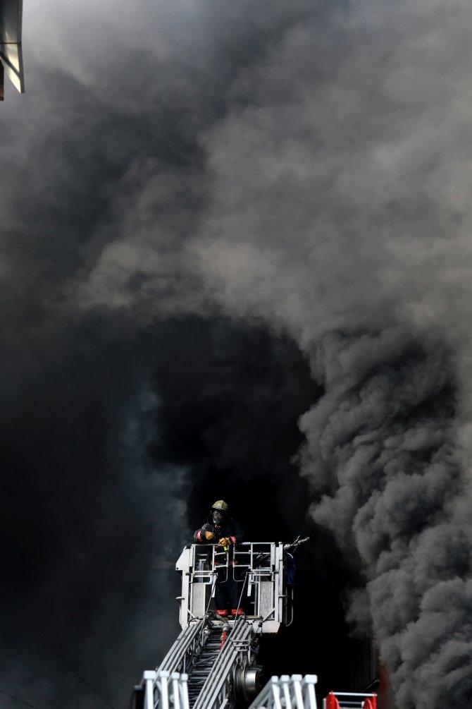 Kozmetik fabrikasındaki yangında işçileri yemek molası kurtardı