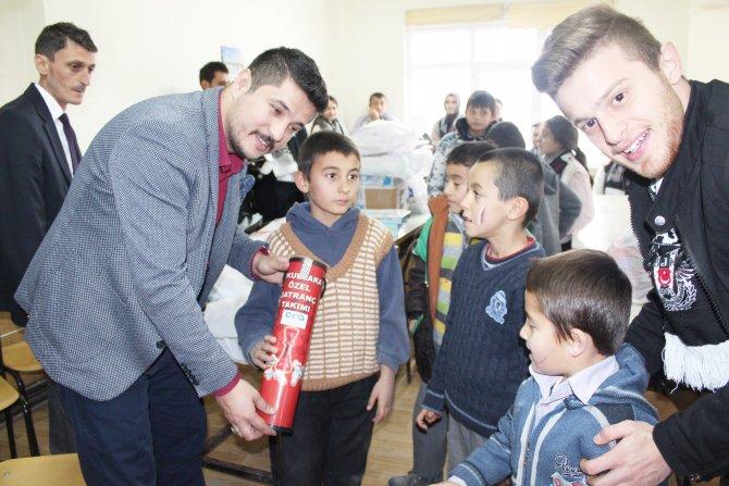 Beşiktaşlı Taraftarlar Derneği öğrencilere kırtasiye yardımında bulundu