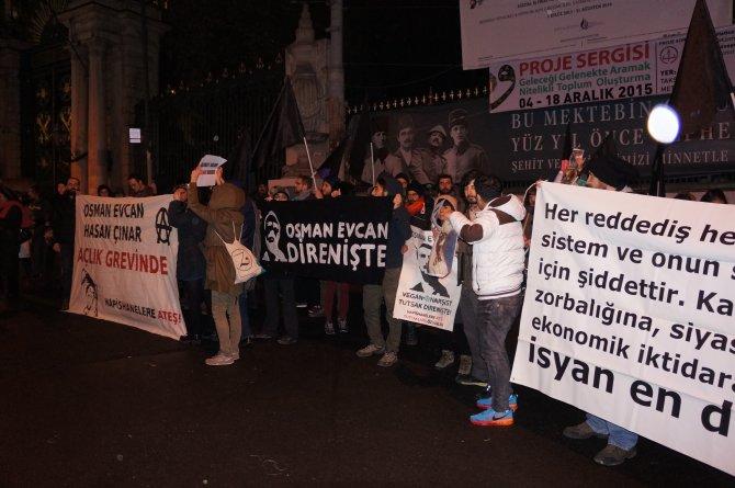 Taksim'de 'vegan' hükümlü Osman Evcan'a destek eylemi