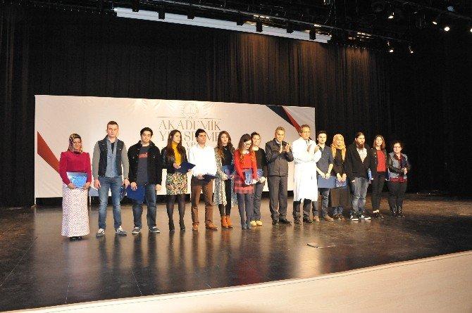 Bülent Ecevit Üniversitesi En Başarılı Yeni Öğrencilerini Ödüllendirdi