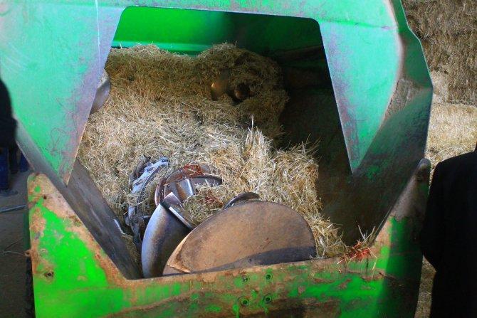 Saman kırma makinesinde feci ölüm