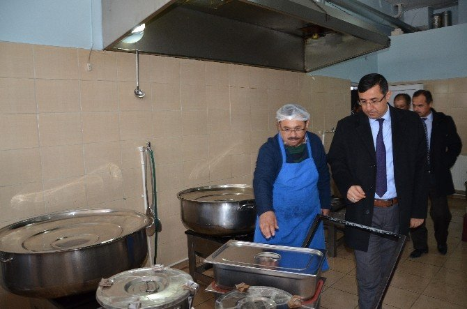 İlçe Milli Eğitim Müdürü Öğrenci Yemekhanelerini Denetledi