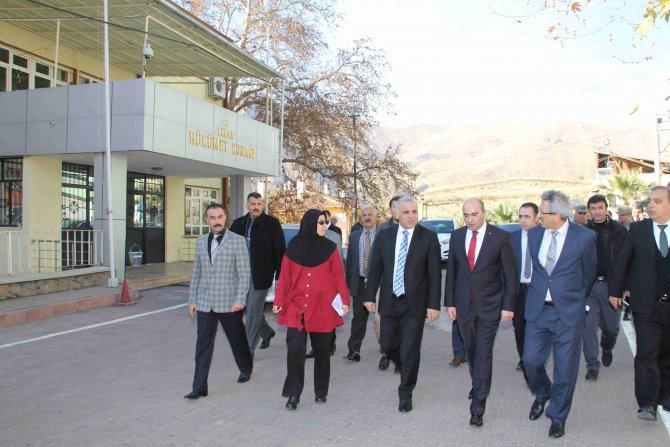 Vali Zorluoğlu Keban'da incelemelerde bulundu