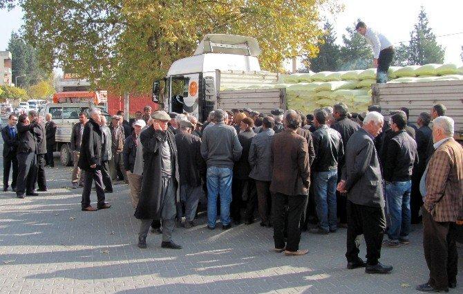 Antep Fıstığı Üreticilerine Özel Gübre Dağıtımı Araban'da Devam Etti