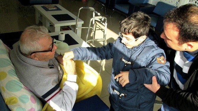 Engellilerden Huzurevi Sakinleri'ne Anlamlı Ziyaret