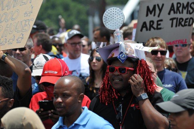 Yolsuzluğu protesto eden Güney Afrikalılar, Zuma'nın istifası için yürüdü