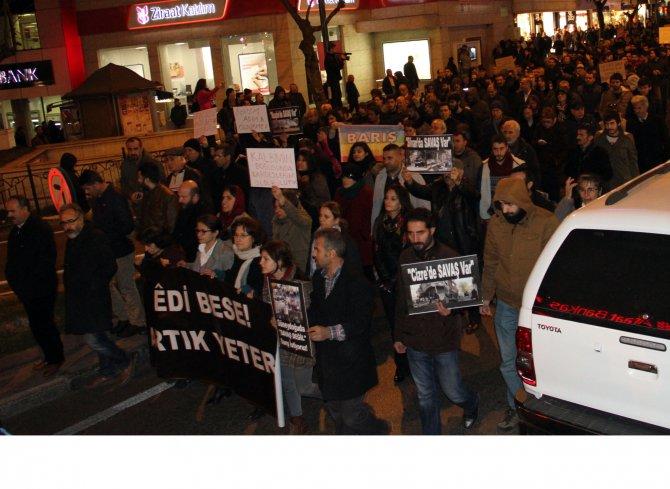 Güneydoğu'daki sokağa çıkma yasakları Bursa'da protesto edildi