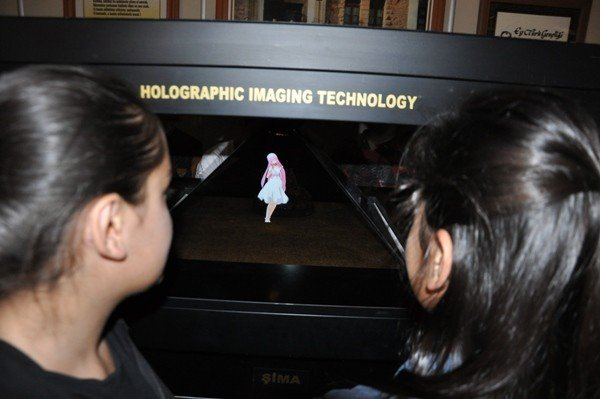 Ortaokul Öğrencilerine Hologram Semineri Veriliyor