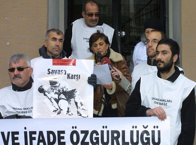 Türkiye Gazeteciler Cemiyeti önünde 'insan hakları' eylemi