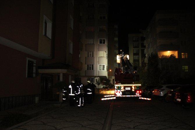 Kartal'da bir apartmanda çıkan yangında can pazarı yaşandı
