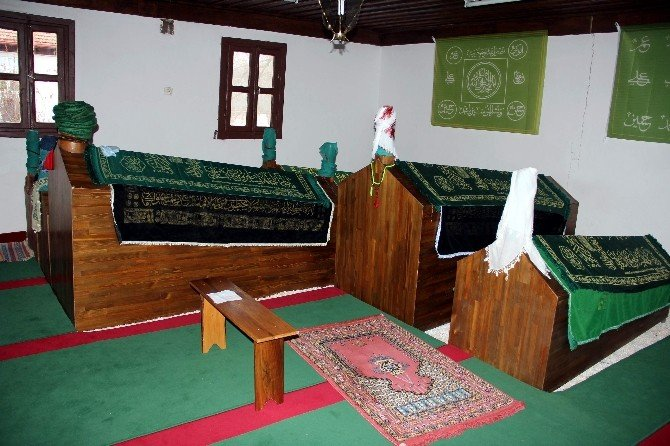 Hırsızlar Tarihi Camiyi Talan Etti