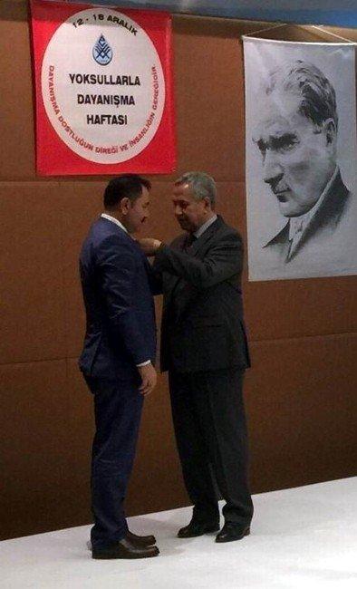 Başkan Kara'ya Başarılı Çalışmalarından Dolayı Plaket Ve Madalya Verildi