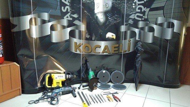Duvarı Delerek PTT Ve Banka Soyan 6 Kişilik Çete Tutuklandı